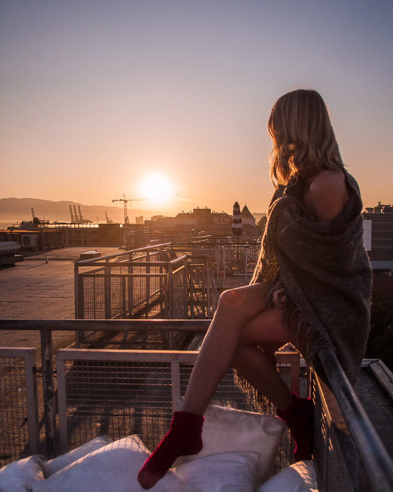airbnb experiences in Vancouver with amazing sunrises in the morning on the roof